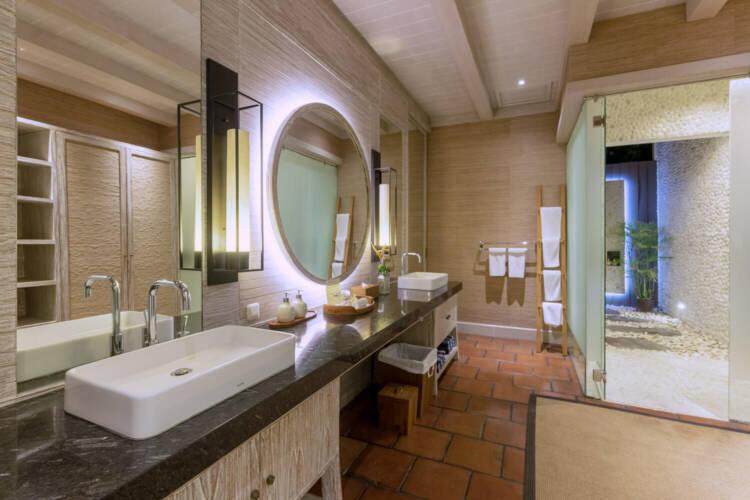 CliffsideVilla Bathroom