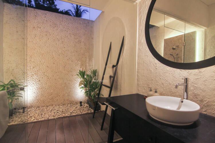 luxury cottage bathroom lembeh