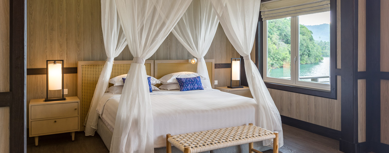 Lembeh Resort Luxury Cottage Bedroom